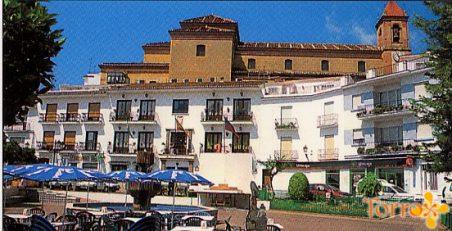 Foto visita a la plaza de Torrox pueblo con Escapadas en Málaga